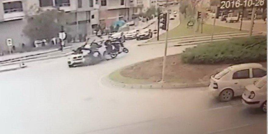 Samsun'da İki Motosiklet Aynı Anda Otomobile Çarptı: 2 Yaralı