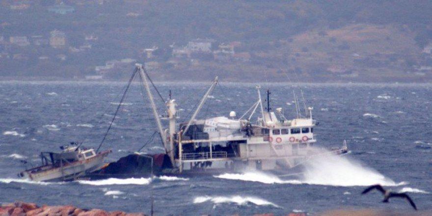 Balıkesri, Bandırma'da Fırtına Denizcilere Zor Anlar Yaşattı