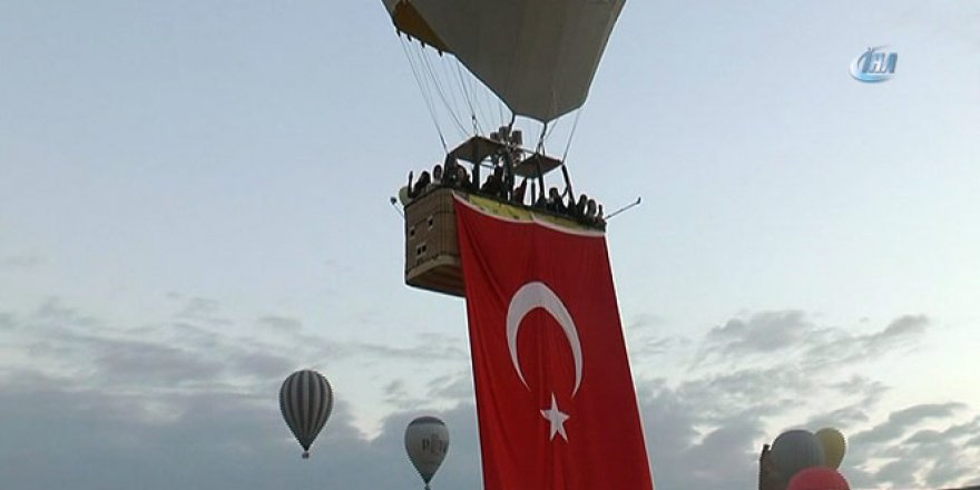 Kapadokya'da balonlar Cumhuriyet Bayramı için havalandı