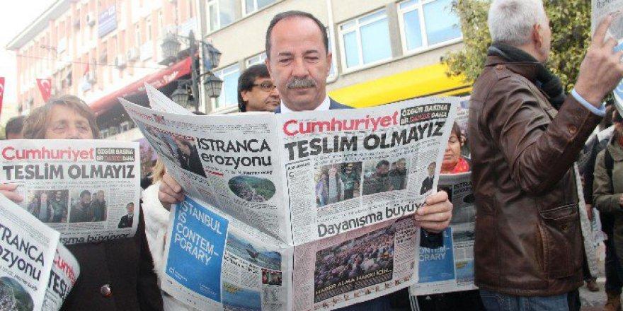 Edirne'de CHP'lilerden Cumhuriyet Gazetesine Okumalı Destek