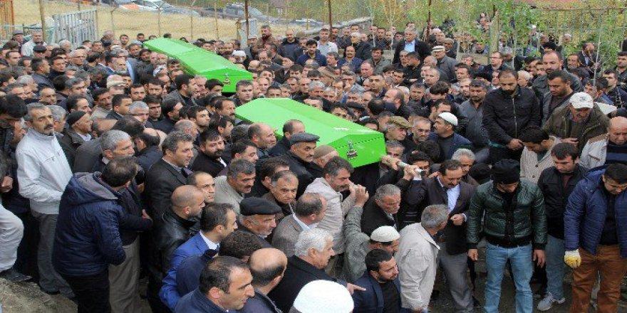 Hakkar-Van Karayolundaki Trafik Kazasında Hayatını Kaybeden 5 Kişi Toprağa Verildi