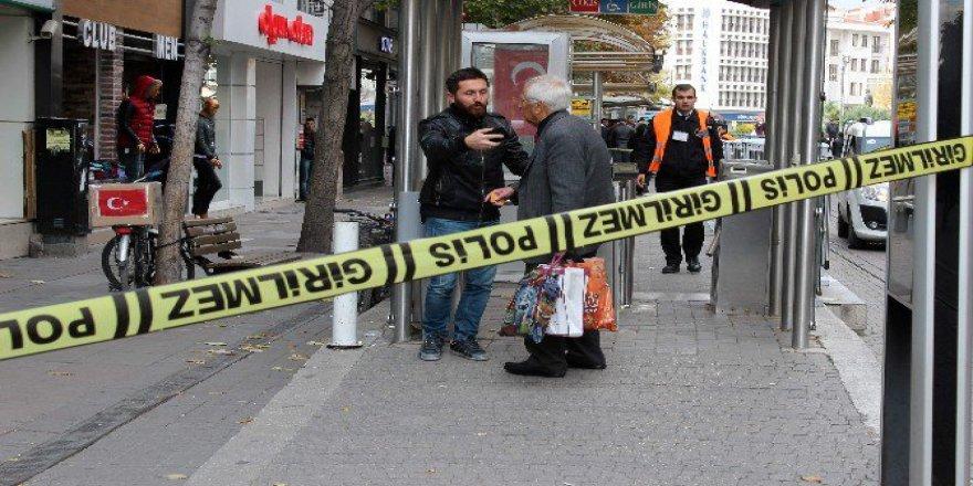 Eskişehir'de Üzerinde Türk Bayrağı Bulunan Şüpheli Paket Kenti Karıştırdı