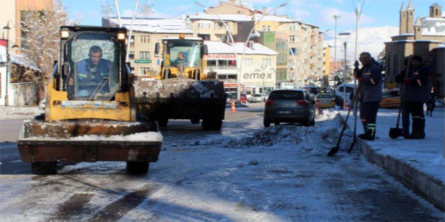 Havalar soğudu, Erzurum buz tuttu