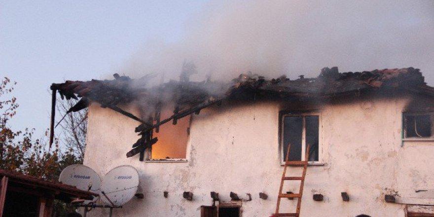 Çanakkale, Çan'da Ahşap Ev Yangında Kül Oldu