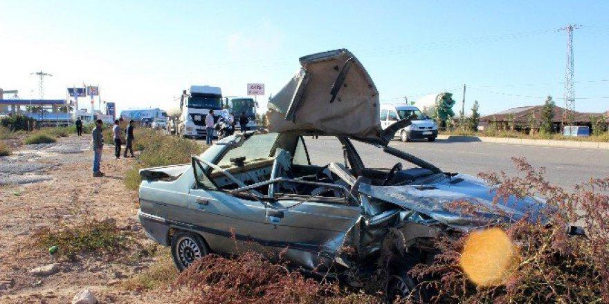 Manisa, Salihli'de TIRr İle Otomobil Çarpıştı: 3 Yaralı