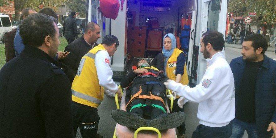 Sakarya, Adapazarı'nda Motosiklet İle Bisiklet Çarpıştı: 2 Yaralı