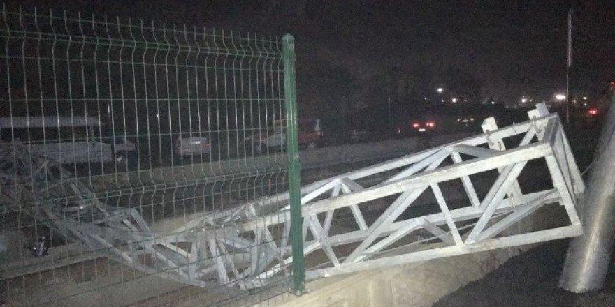Samsun, Tekkeköy'de Kamyon Raylı Sistem Enerji Nakil Hattını Kopardı