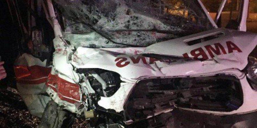 Çankırı'da Hasta Taşıyan Ambulans Kaza Yaptı: 3 Yaralı