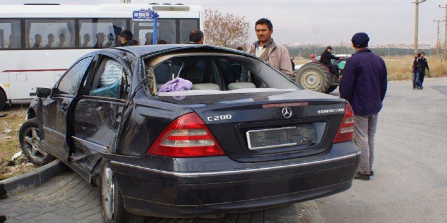 Ankara'da yolcu otobüsü ve iki otomobil çarpıştı: 4 yaralı