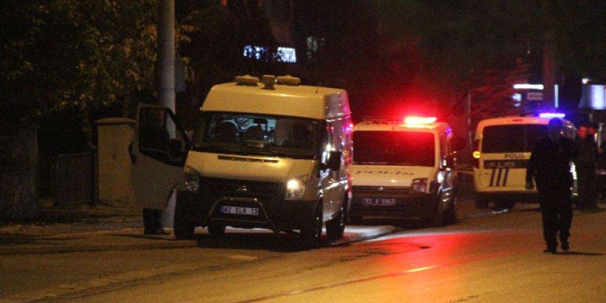 Konya'da emniyet müdürlüğü karşısında şüpheli çanta alarmı