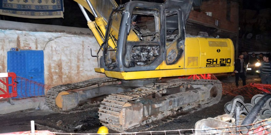 Şanlıurfa, Siverek'te iş makineleri kundaklandı