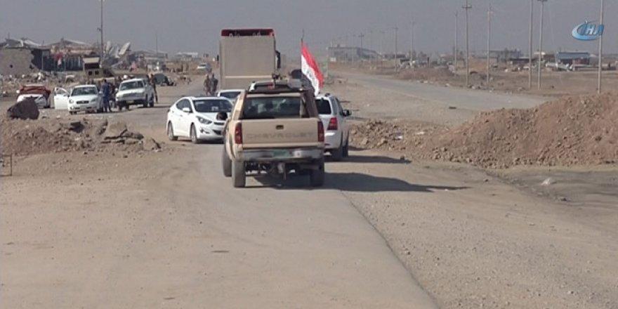 Irak ordusunun kente girmesinin ardından Musul'dan kaçanlar Bartella'ya gidiyor