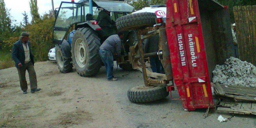 Aydın, Nazilli'de Tarım İşçilerini Taşıyan Traktör Devrildi: 14 Yaralı
