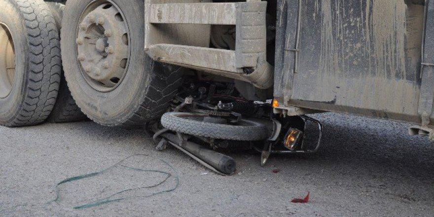 Bursa, İnegöl'deki Kazada Kamyonun Altından Sağ Çıktılar