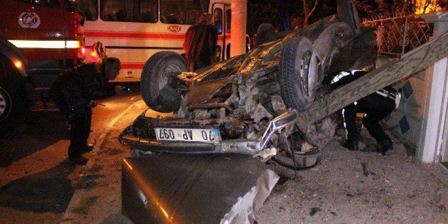 Karaman'da Servis Otobüsü ile Otomobil Çarpıştı: 1 Ölü, 1 Yaralı