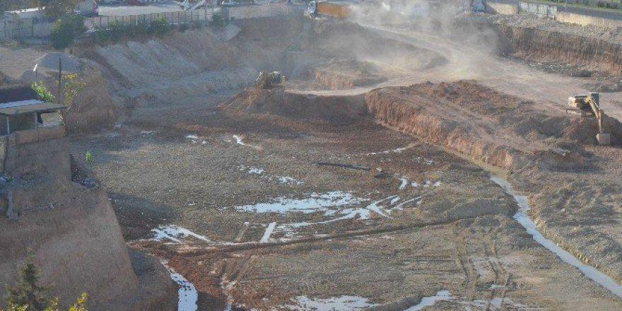 Malatya'da Kazma Vurulan Birçok Bölgede Su Çıkıyor!