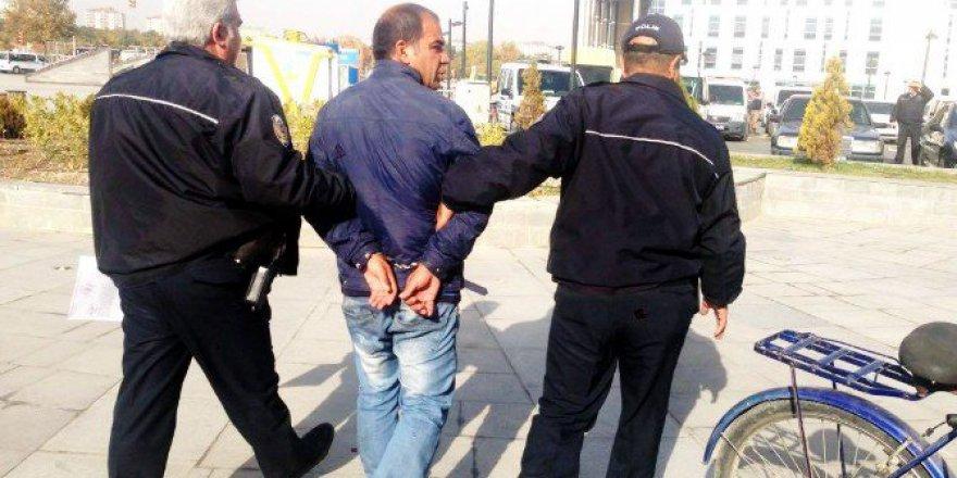Kayseri'de 3 Kişiye Bıçak Çekerek Cep Telefonlarını İsteyen Sanığa 6 Yıl Hapis