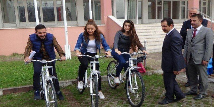 """Zonguldak'ta Üniversite Öğrencilerine """"Fiziksel Aktivite"""" İçin Bisiklet Dağıtıldı"""