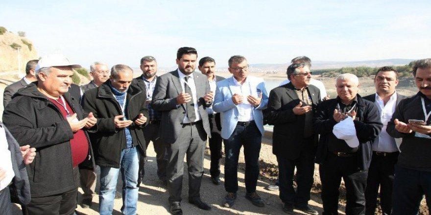 GASKİ Müdürü Sönmezler ve Yöneticileri Yağmur Duasına Çıktı