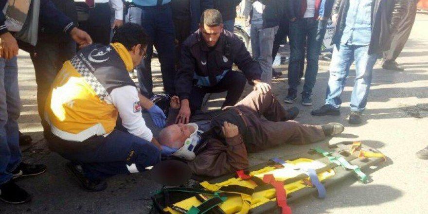 Salihli'de Otomobil ile Motosiklet Çarpıştı: 1 Yaralı