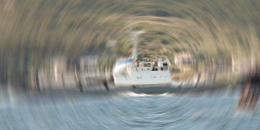 İngiliz Savaş Gemisi Yemen Sahil Şeridinde Demirledi