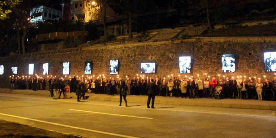 Tekirdağ'da Atatürk Fotoğrafları İçin Duvarda Kalıcı Sergi Açıldı