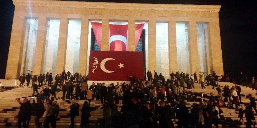 Anıtkabir'de 10 Kasım Ziyaretleri Gecenin İlerleyen Saatlerine Kadar Devam Etti