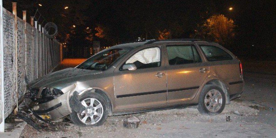 Konya'da Havale Geçiren Bebeği Hastaneye Götüren Otomobil Kaza Yaptı: 3 Yaralı