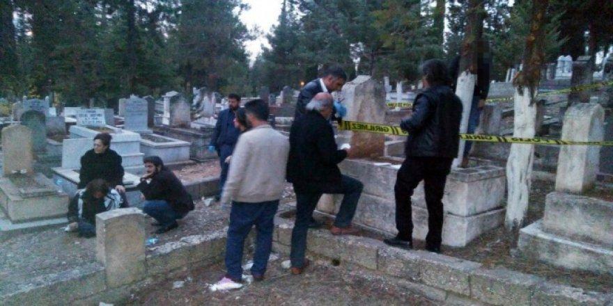 Hasretine dayanamayan baba, kızının mezarı başında kendini astı