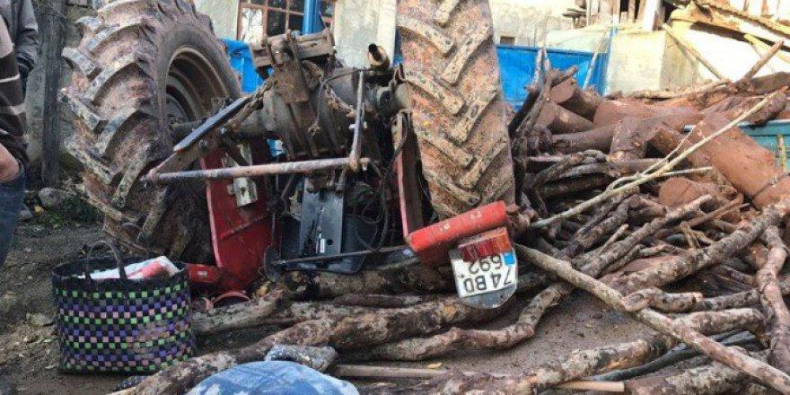 Bartın'da Odun Yüklü Traktör Devrildi: 4 Yaralı