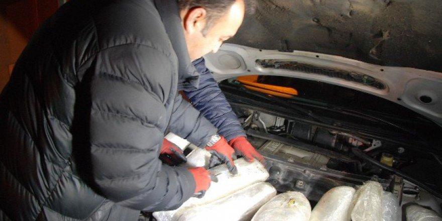 Aksaray'da Bir Otomobilin Zulasından 15 Kilo Esrar Çıktı