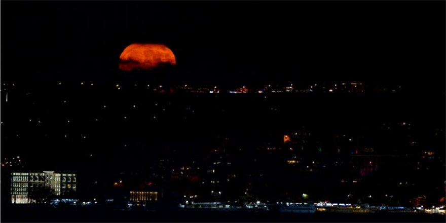Süper Ay İstanbul'da Böyle Görüntülendi