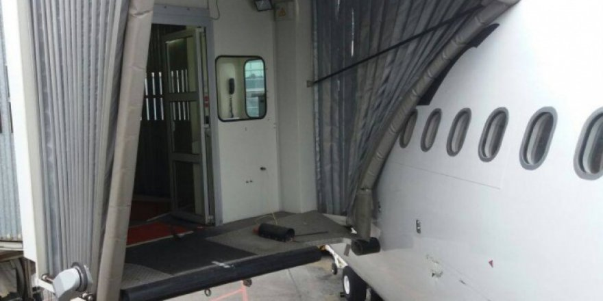 Esenboğa'da yolcu uçağı körüğe çarptı