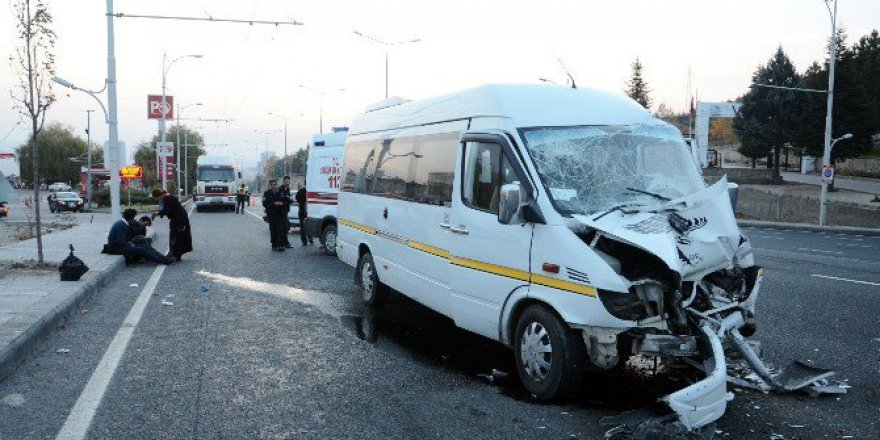 Malatya'da Öğrenci Servisi Tır'a Çarptı: 18 Yaralı