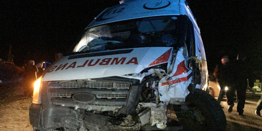 Adana'da Ambulans ile Otomobil Çarpıştı: 2 Ölü, 7 Yaralı