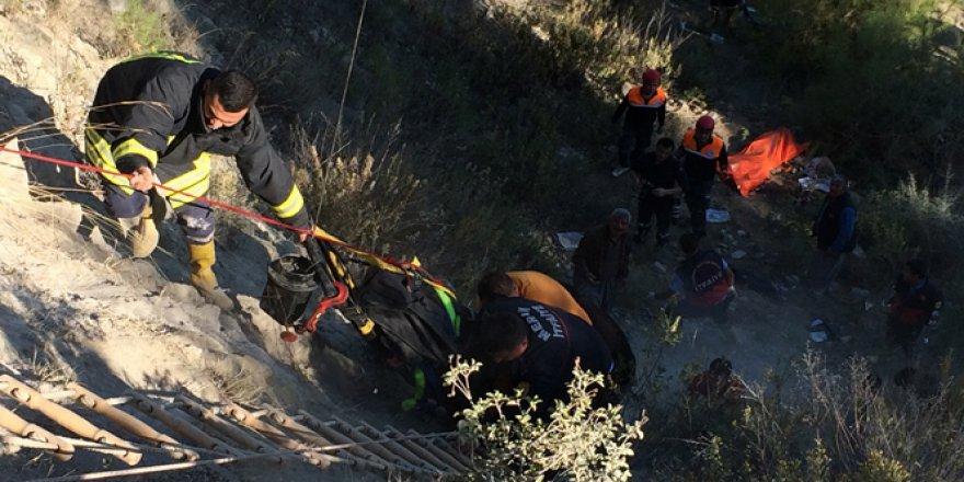Mersin'de yolcu minibüsü şarampole yuvarlandı: 2 ölü, 5 yaralı