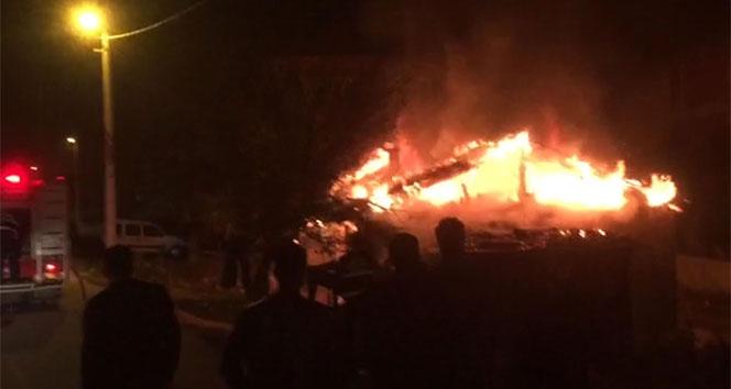 İnegöl'de 3 ailenin yaşadığı hem ev hem de paraları yandı!