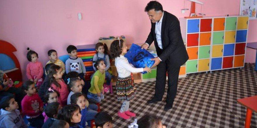 Türk Kızılay Derneği Öğrencilere Oyuncak Dağıttı