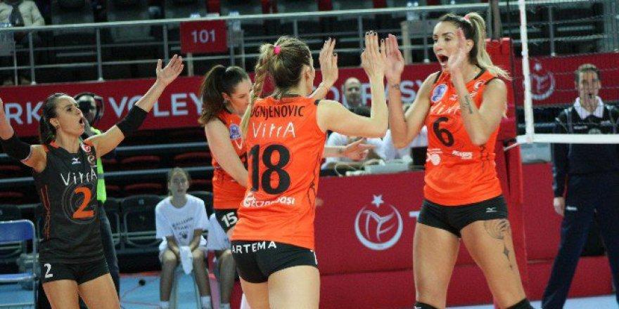 Eczacıbaşı VitrA 3-0 Minchanka Minsk
