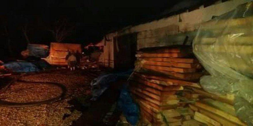 Akyazı'da Atölye Yangını 6 Saatte Söndürüldü