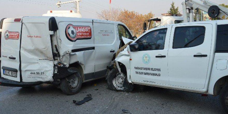 Manisa, Yunusemre'de Zincirleme Kaza: 2 Yaralı