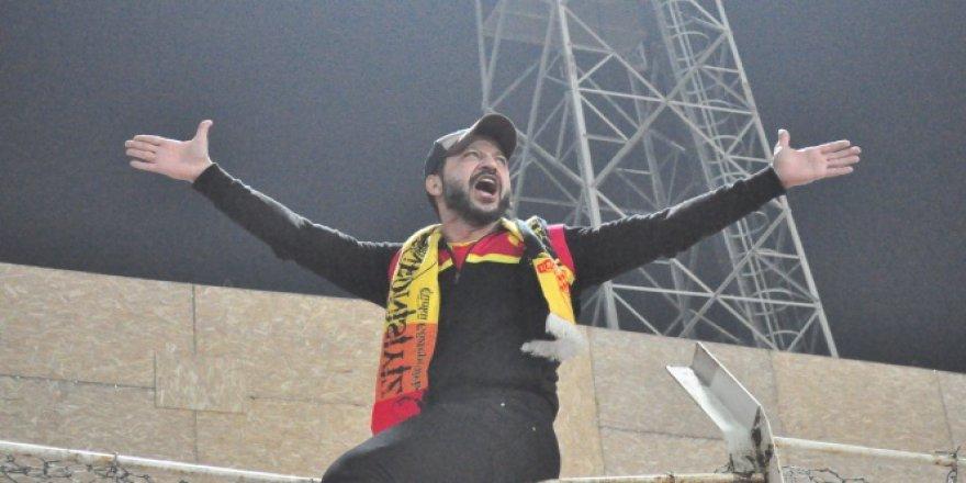 Oyuncu Rıza Kocaoğlu'ndan Göztepe'ye destek