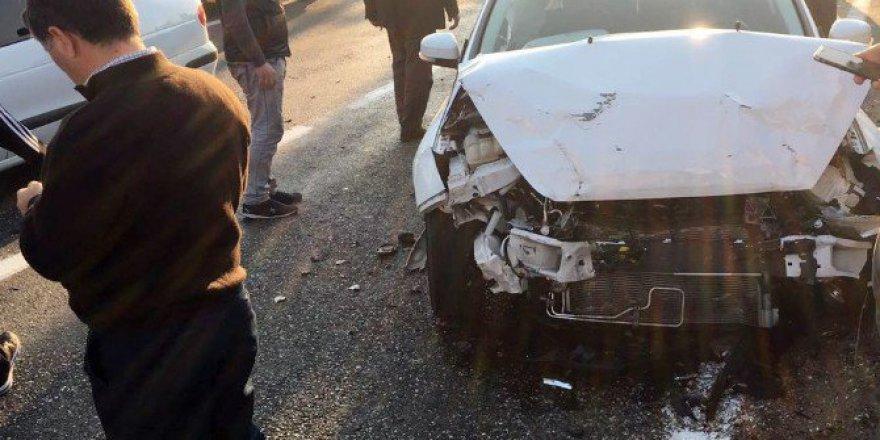 Adıyaman-Kahta Karayolunda Otomobil ile Minibüs Çarpıştı: 6 Yaralı