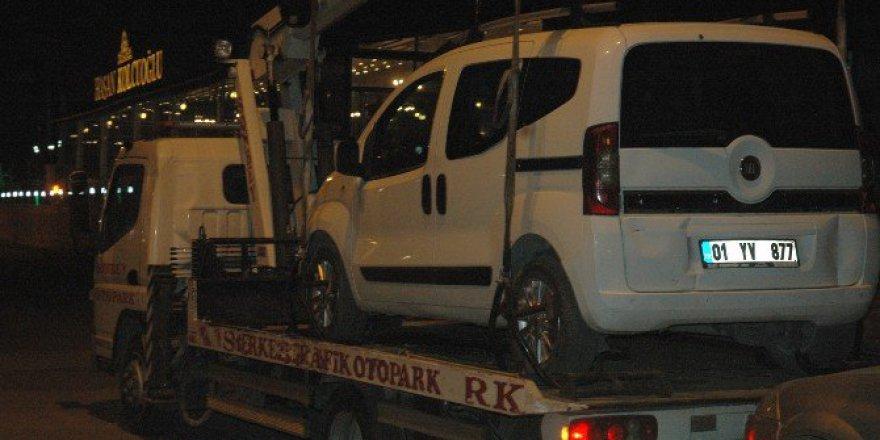 Adana'da Bir Kişi Trafik Uygulamasına Girmemek İçin Aracını Bırakıp Kaçtı