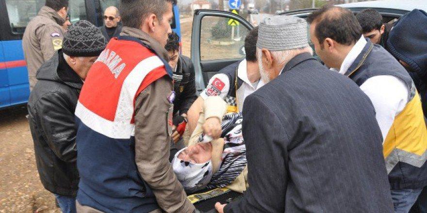 Bursa'da Cenaze Yolunda Kaza: 4 Yaralı