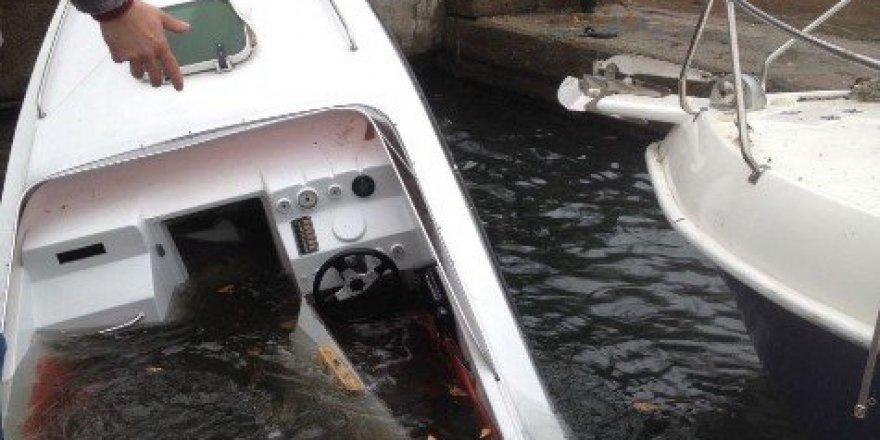 Kaymakamlık Teknesi Şiddetli Yağıştan Denize Gömüldü