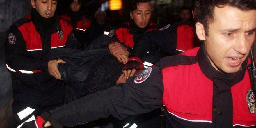 Alkollü Şahıs Kimlik Kontrolü Yapan Polise Kafa Attı