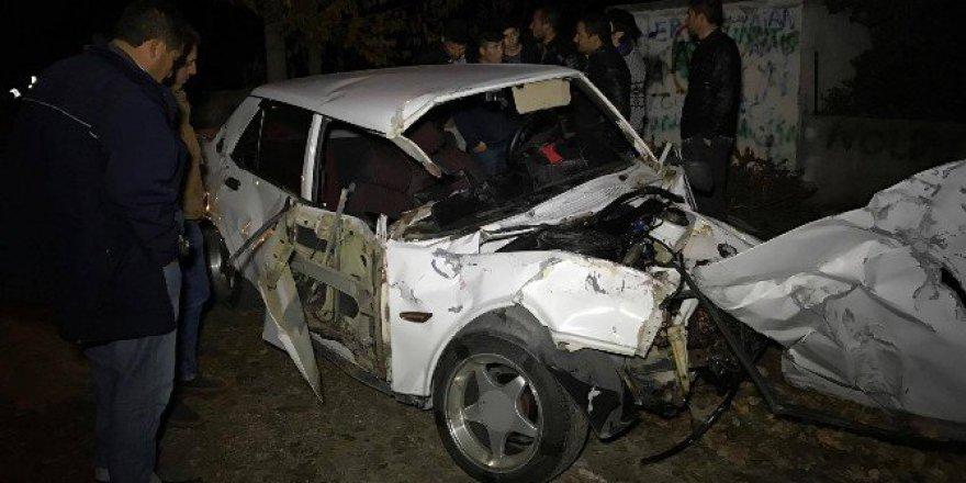 Aydın'da Otomobil ile Kamyon Çarpıştı: 3'ü Ağır 5 Yaralı