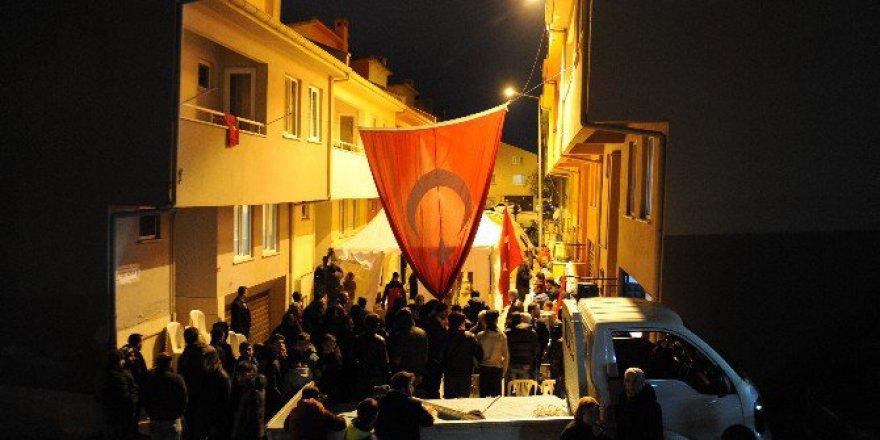 Bursalı Şehit Servet Tomak'ın Evinde Bayrak Nöbeti