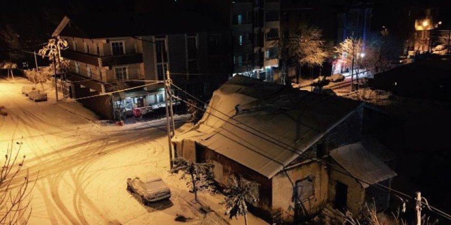 Ağrı, Patnos'ta Kar Yağışı Hayatı Olumsuz Yönde Etkiliyor